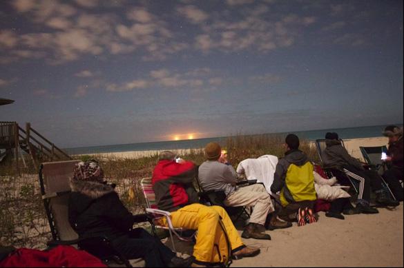 ovnis gemelos florida - Aparecen dos ovnis gemelos luminosos sobre una playa de Florida