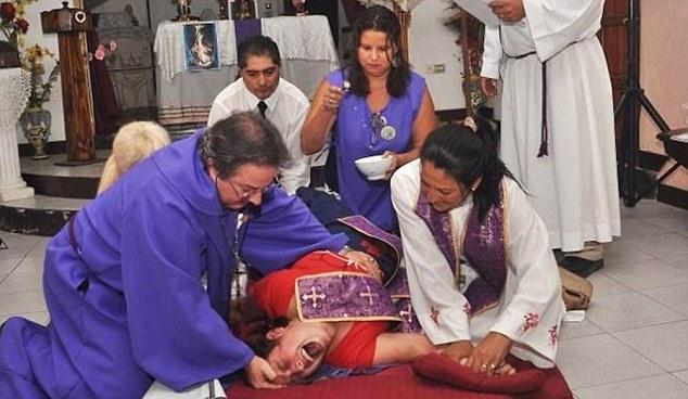 Exorcismo mujer poseída Argentina