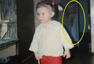 figura fantasmal fotografia infancia 320x220 - Una mujer descubre la figura fantasmal de una niña en una fotografía de su infancia