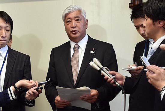 ministro defensa japon - El Ministro de Defensa de Japón obligado a negar que haya habido una invasión extraterrestre