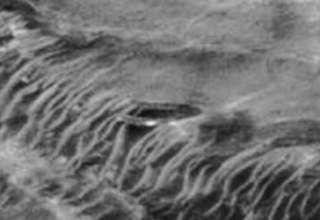 ovni gigante marte 320x220 - Descubren un OVNI gigante accidentado en Marte