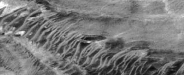 ovni gigante marte - Descubren un OVNI gigante accidentado en Marte