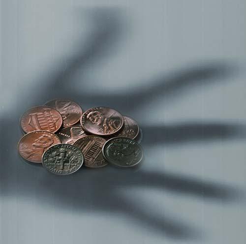 Extraño fenómeno del dinero aparece misteriosamente nada