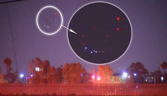 formacion luces san diego - Inexplicable formación de luces aparece sobre San Diego
