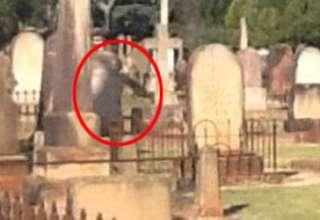 figura espectral cementerio australia 320x220 - Fotografían una figura espectral al lado de una lápida en un cementerio de Australia