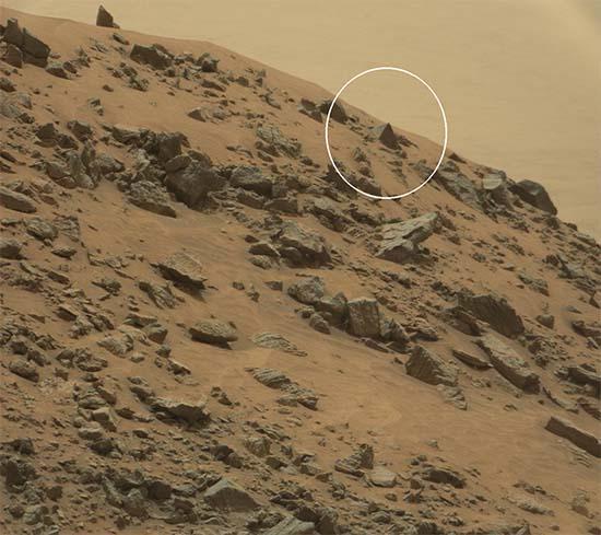gran piramide marte - El rover Curiosity de la NASA fotografía una gran pirámide en Marte
