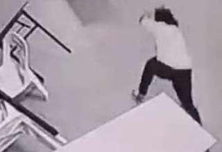 malasia aterrador ataque fantasmal 320x220 - Cámaras de seguridad de un hotel en Malasia captan un aterrador ataque fantasmal