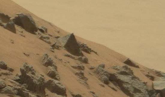 nasa gran piramide marte - El rover Curiosity de la NASA fotografía una gran pirámide en Marte