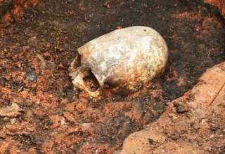 esqueleto ser extraterrestre stonehenge rusia 320x220 - Descubren el esqueleto de un ser extraterrestre en el Stonehenge de Rusia