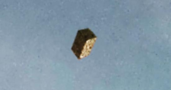 Gran objeto cubo sobre Texas