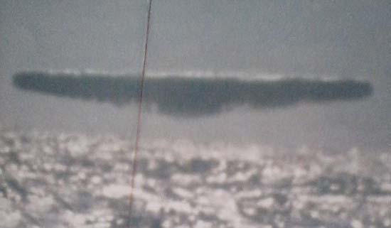 ovnis submarino3 - Filtran fotografías de enormes ovnis tomadas desde un submarino estadounidense en el Ártico