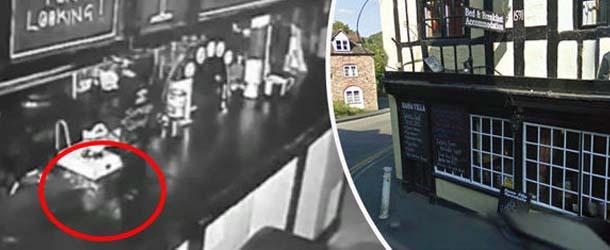 actividad paranormal pub inglaterra - Cámaras de seguridad graban actividad paranormal en un pub de Inglaterra