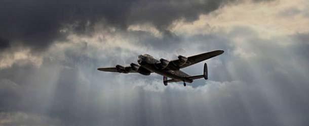 bombardero fantasma - Múltiples testigos ven un bombardero fantasma de la Segunda Guerra Mundial sobre un condado de Inglaterra