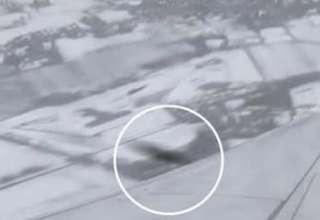 ovni casi impacta avion ryanair 320x220 - Graban el momento en el que un OVNI casi impacta con un avión de Ryanair