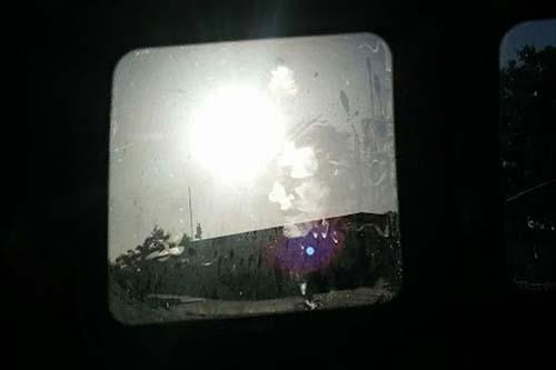 Rostro fantasmal en ventana
