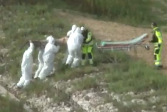 triton lago polonia - Misterioso video muestra el rescate de un tritón en un lago de Polonia