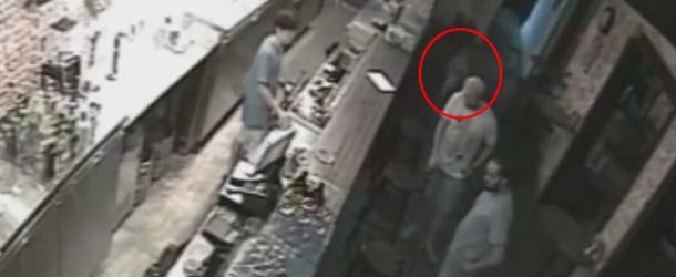 Cámaras de seguridad graban a un niño fantasma en un club nocturno de Singapur