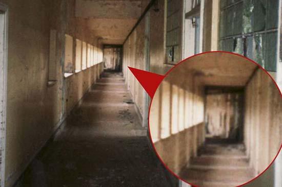 figura fantasmal sanatorio abandonado - Antigua imagen muestra una figura fantasmal en un sanatorio abandonado de Inglaterra
