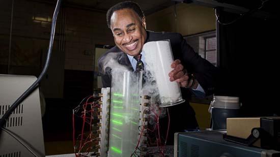 mensajes del futuro - Científico está construyendo una máquina para recibir mensajes del futuro
