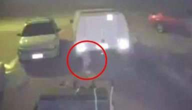 misteriosa figura blanca australia 384x220 - Cámara de seguridad graba una misteriosa figura blanca flotando en un parking de Australia