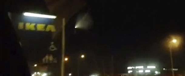 Miles de personas ven un enorme OVNI sobre una tienda de IKEA en Siberia