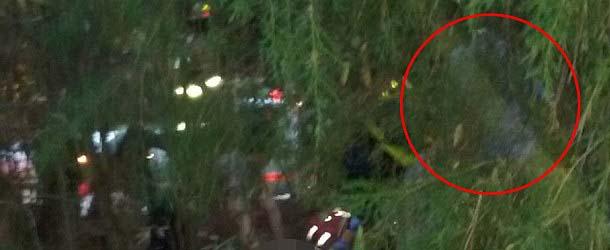 angel guarda accidente trafico - Fotografía muestra un ángel de la guarda al lado de un hombre que sobrevivió a un accidente de tráfico