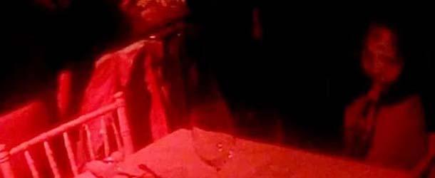 fantasma nina - Jóvenes fotografían el fantasma de un niña en un restaurante de Inglaterra