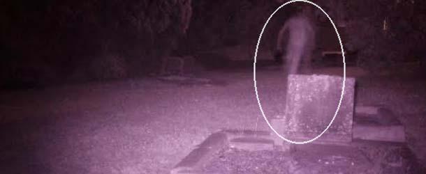 figura fantasmal cementerio australia - Investigadores fotografían una figura fantasmal en un cementerio de Australia