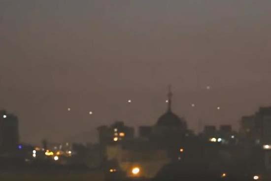 ovnis formacion santiago chile - Sorprendente video muestra una flota de ovnis en formación sobre Santiago de Chile