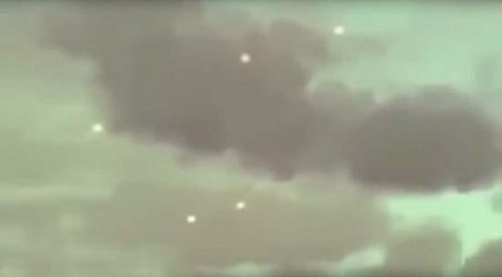 ovnis sobre hawai - Graban en video varios ovnis moviéndose a la vez sobre Hawái