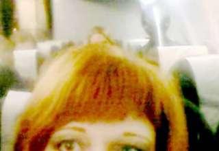 selfie ser extraterrestre 320x220 - Selfie de una mujer muestra un ser extraterrestre a bordo de un avión