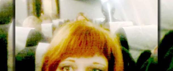 selfie ser extraterrestre - Selfie de una mujer muestra un ser extraterrestre a bordo de un avión