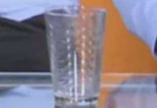 vaso fuerza invisible emision en directo honduras 320x220 - Un vaso se mueve impulsado por una fuerza invisible durante una emisión en directo en Honduras