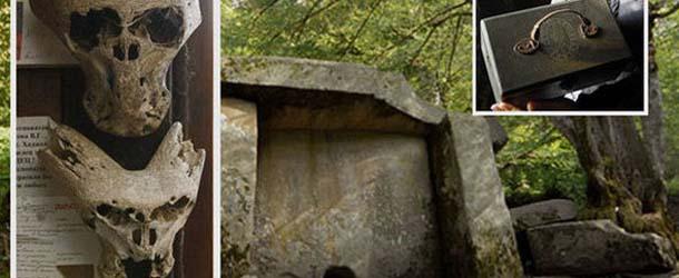 Descubren dos cráneos extraterrestres y un maletín de una organización secreta nazi en los bosques de Rusia
