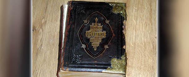 ebay biblia embrujada - Venden en eBay una verdadera Biblia embrujada por 120.000 libras