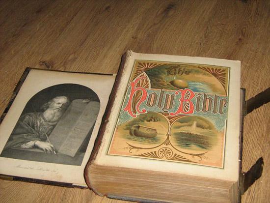 ebay biblia - Venden en eBay una verdadera Biblia embrujada por 120.000 libras