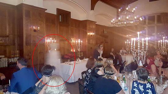 presencia fantasmal hotel gales - Fotografía muestra una presencia fantasmal en un antiguo hotel de Gales