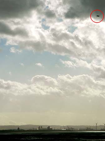 verdadero platillo volante sobre bristol - Una madre fotografía accidentalmente un verdadero platillo volante sobre Brístol