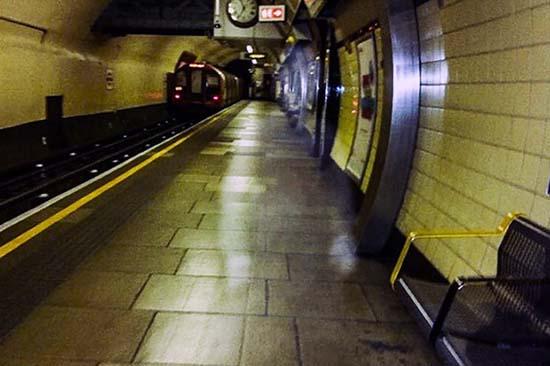 fantasma de winston churchill - Fotografían el fantasma de Winston Churchill en una estación del metro de Londres