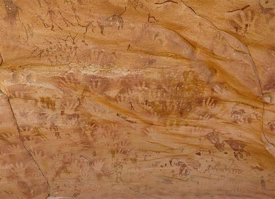 Misteriosas manos cueva Egipto