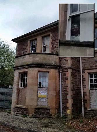 aterrador rostro manicomio abandonando gales - Aterrador rostro aparece en una fotografía de un manicomio abandonado de Gales