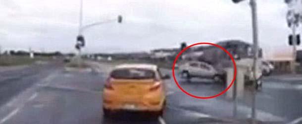 """coche fantasma australia - Un """"coche fantasma"""" provoca un accidente en una carretera de Australia"""