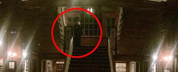 Huésped del Hotel Stanley fotografía una espeluznante figura fantasmal en el vestíbulo