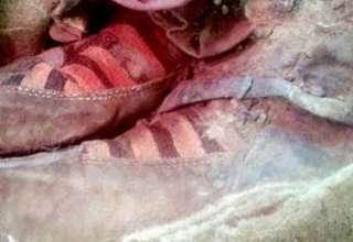 mongolia momia botas adidas 320x220 - Hallan en Mongolia una momia de 1.500 años con botas Adidas