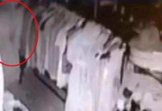 fantasma tienda antiguedades 320x220 - Cámaras de seguridad captan el fantasma de una mujer recorriendo los pasillos de una tienda de antigüedades