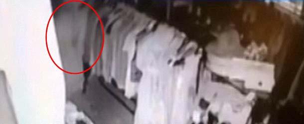 fantasma tienda antiguedades - Cámaras de seguridad captan el fantasma de una mujer recorriendo los pasillos de una tienda de antigüedades