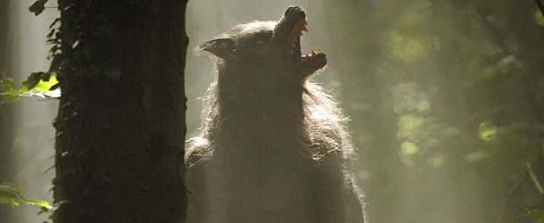 Un hombre lobo aterroriza una ciudad inglesa