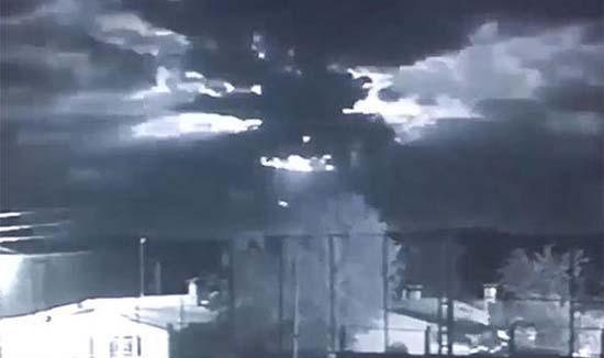 ovni ataca estado islamico - Un OVNI ataca un bastión del Estado Islámico