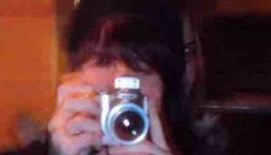 rostro demoniaco mujer 384x220 - Fotografía muestra un rostro demoníaco detrás de una mujer