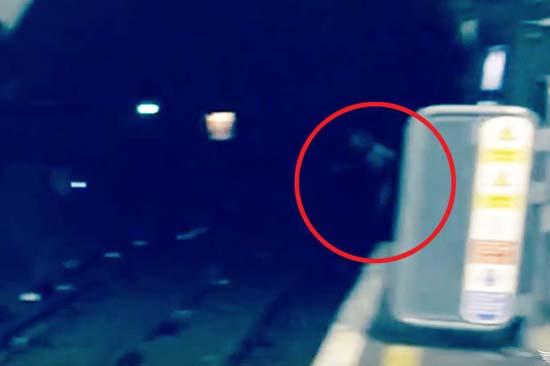 fantasma estaciones metro de londres - Graban un fantasma en una de las estaciones del Metro de Londres